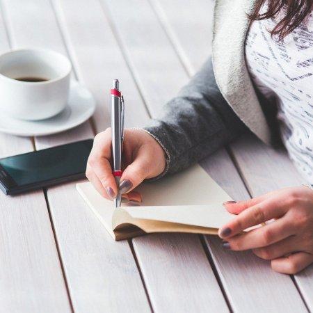 Como ganhar dinheiro escrevendo 10 caminhos que você pode seguir (inclusive todos)